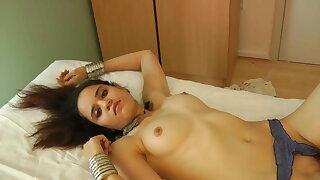 Beautiful Indian Babe Jasmine In White Sari Getting Naked